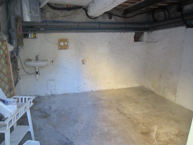 Cave 12 m2 avec prise eau et évacuation